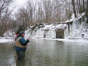 Erie-steelhead-fishing-with-ice